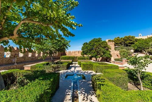 Jardín de árboles y setos de la Alcazaba de Almería